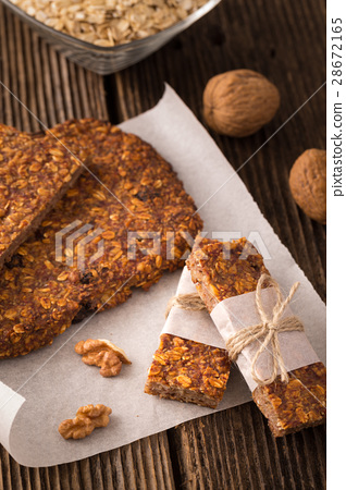 Cereal bars with raisins and nuts 28672165