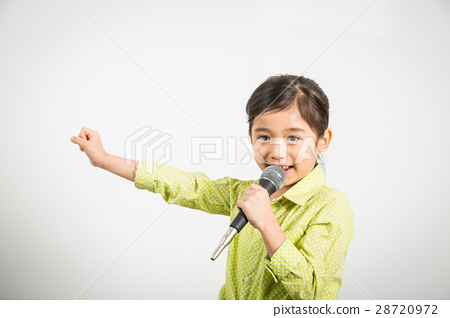Young Child Singer 28720972