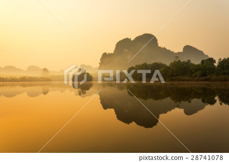Lake and mountain in sunrise 28741078