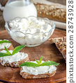 Wholewheat bread with cream cheese 28743928
