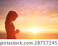 woman pray pious 28757245