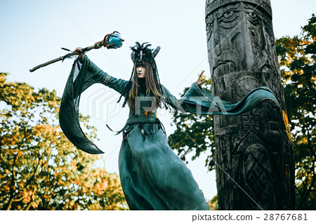 Woman-shaman with horns 28767681