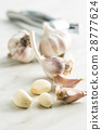 Peeled fresh garlic. 28777624