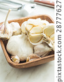 Fresh garlic in wooden bowl. 28777627