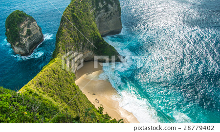 Manta Bay or Kelingking Beach on Nusa Penida 28779402