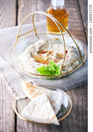 Baba ghanoush, eggplant dip, mediterranean food. 28883556
