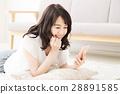位於睡覺的夫人睡覺年輕人夫人年輕人微笑逗人喜愛的逗人 28891585