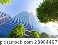 辦公區和街道樹木的高層建築 28904497