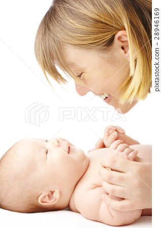 Mother talking to her child 28946169