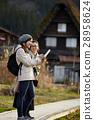 妇女在建筑中旅行与联合形成 28958624