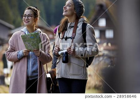 婦女在建築中旅行與聯合形成 28958646