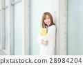 成熟的女人 一個年輕成年女性 女生 28984204