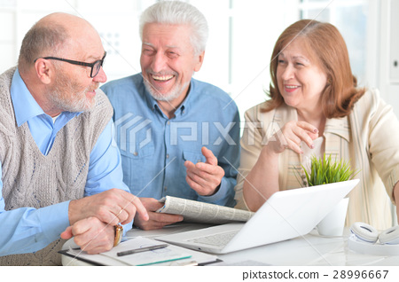 Older people with a laptop 28996667