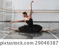 Female ballet dancer posin on rehearsal 29046387