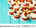 cupcakes with summer berries 29060153
