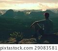年輕人 山峰 懸崖 29083581