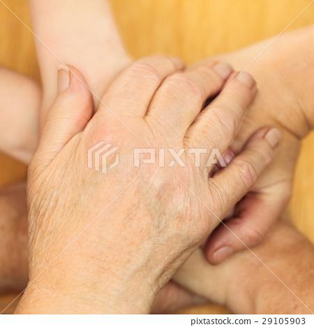 hands 29105903