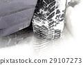tread on snow 29107273
