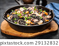 Black spaghetti with seafood 29132832