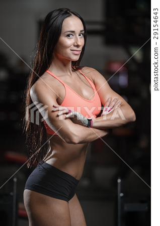 young sexy fitness woman train and exercising in gym healthy. 29154643
