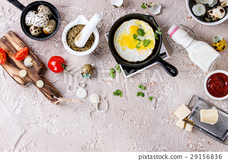 Breakfast with fried quail eggs 29156836