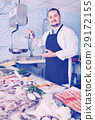 showing, counter, fish 29172155