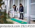 父母享受高尔夫球 29214550