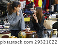 喜欢跳蚤市场的女性 29321022