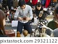 一對夫婦享受跳蚤市場 29321122