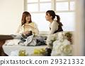 인터넷 경매를 즐기는 여성들 29321332