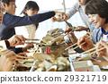 游客 刚抓海鲜烧烤在沙滩 午餐 29321719