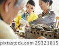 游客 刚抓海鲜烧烤在沙滩 午餐 29321815