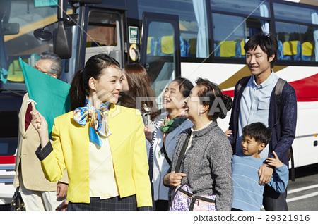 游客 乘公交旅行 车长 29321916
