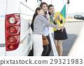 游客 乘公交旅行 车长 29321983