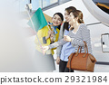 游客 乘公交旅行 车长 29321984