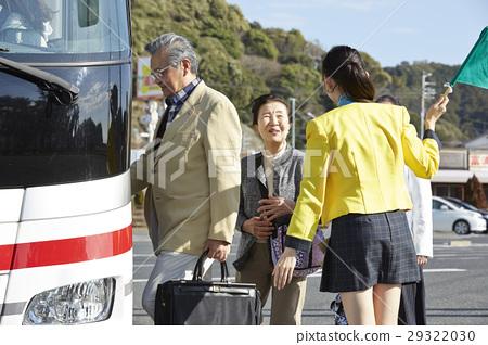 游客 乘公交旅行 车长 29322030