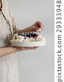 Meringue cake Pavlova in female hands 29333948
