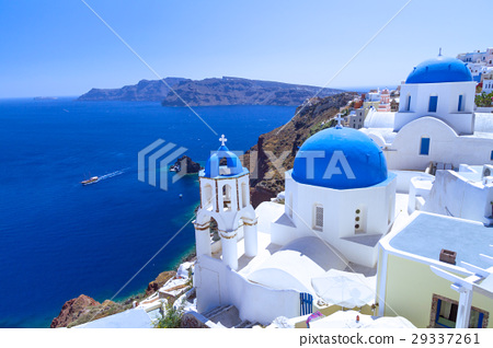 Beautiful Oia town on Santorini island, Greece 29337261