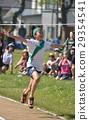 운동회의 릴레이 골 테이프를 잘라 초등학생을 촬영 29354541