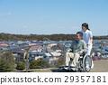 乘坐輪椅的老人與照料者 29357181