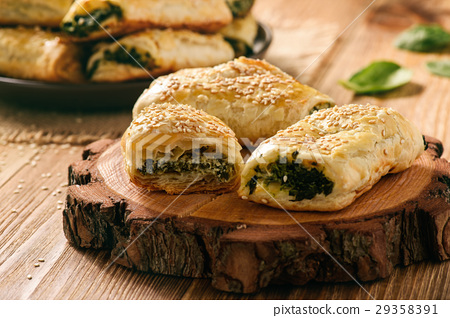 Puff pastry rolls  with spinach and ricotta. 29358391