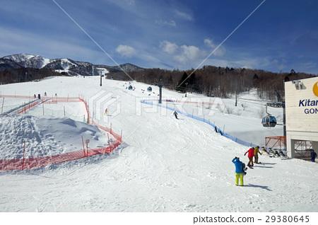 靠近富良野滑雪勝地北峰區的基地 29380645