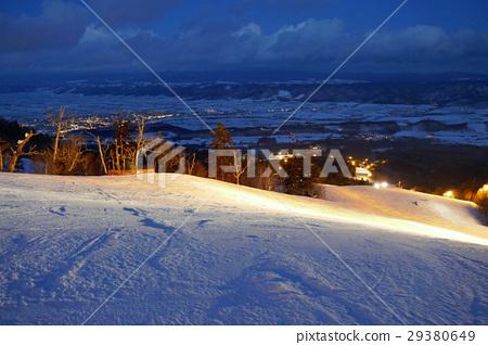 富良野滑雪勝地之夜 29380649
