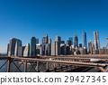 布鲁克林大桥和一座摩天大楼在纽约 29427345