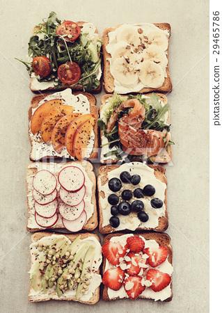 Toasts 29465786