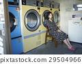 硬幣洗衣潛伏期婦女 29504966