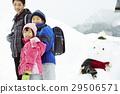 生活在多雪的国家的家庭通勤风景 29506571