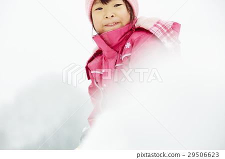 孩子們在白雪皚皚的國家 29506623