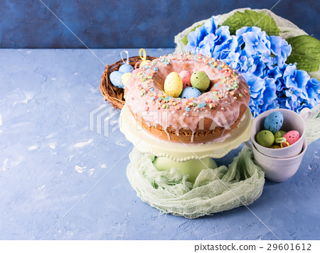 Easter sweet cake with sugar frosting and decor 29601612