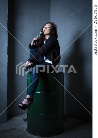 Female detective 29667835